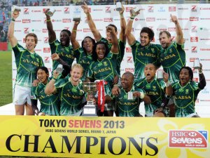South Africa celebrates after defeating New Zealand 24-19 in the final of the Tokyo Sevens tournament. Photo: IRB