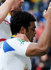 Nalaga and Clermont players celebrate after one of his tries. Photo: Planet Rugby