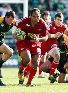 Manu on attack for the Scarlets. Photo: Planet Rugby