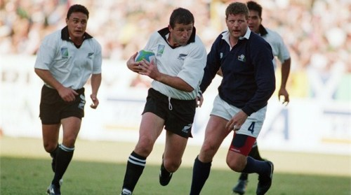 Sean Fitzpatrick on the charge during the RWC 1995 quarter-final win over Scotland. Photo: Getty Images