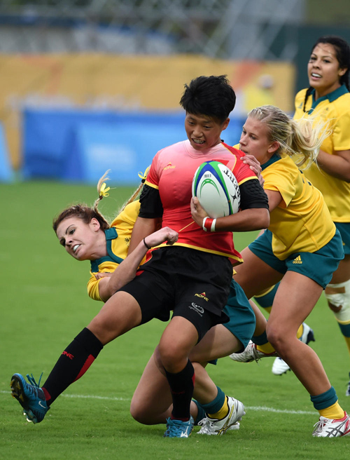 Australia defends against China in the women's competition. Photo: Xinhua