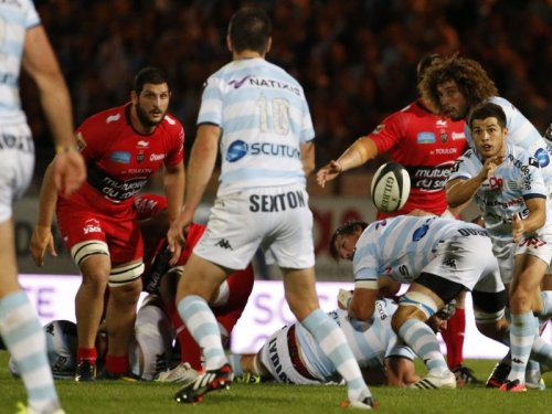 Racing's Brice Dulin delivers a pass in their 17-10 win over Toulon. Photo: Skysports