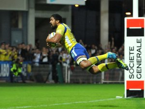 Clermont flanker Fritz Lee scores a try. Photo: Skysports