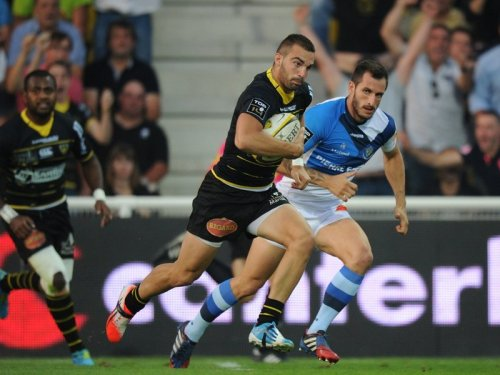 La Rochelle outside centre Jean Pascal Barraque attacks against Castres. Photo: Skysports