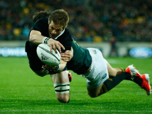 All Blacks Richie McCaw scores the winning try against the Springboks. Photo: Skysports