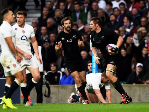 Richie McCaw controls the ball for the Kiwis. Photo: Planet Rugby